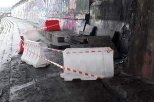 Постраждала набережна, а не Міст Метро: у Київавтодорі пояснили, де сталося обвалення