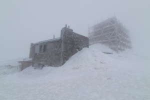 У Карпатах вирує негода: сніг, вітер і обмежена видимість
