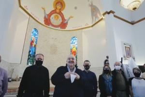 У Бразилії мер міста відвідав церкву, яку розписує український художник