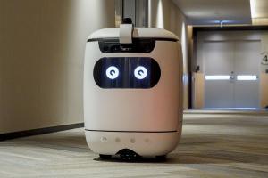 У Японії тестують робота-кур'єра, який сам їздить ліфтом