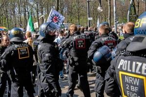 Під Бундестаг вийшли тисячі людей на «карантинний» протест