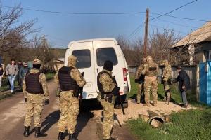 Окупанти прийшли з обшуком до будинку кримського татарина