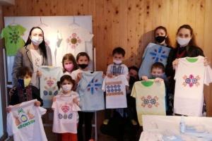 В українській школі в Токіо провели майстер-клас із сучасної вибійки на одязі