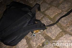 Невідомий закинув вибухівку на територію котеджного містечка в Одесі, відкрили справу