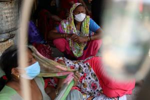 Гумдопомога Індії для боротьби з COVID-19 не доходить до населення – CNN