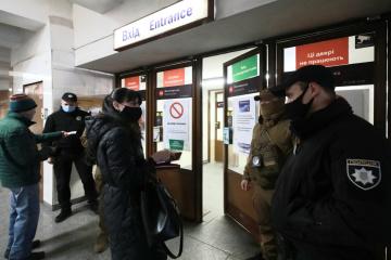 キーウの防疫措置強化 警察がパトロール