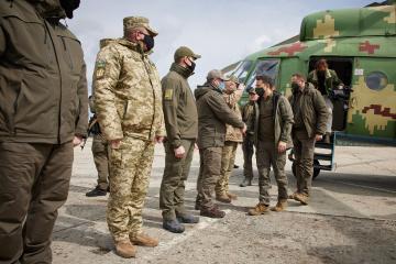 Volodymyr Zelensky se rend dans la zone du conflit