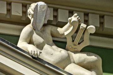 Подрядчик за свой счет будет реставрировать скульптуру на доме Руссова - Труханов