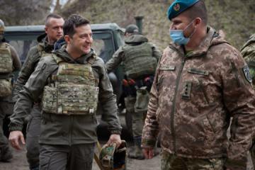 Präsident an der Front: 26 Soldaten starben seit Anfang 2021 in der Ostukraine