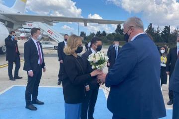 Zelensky arrives in Turkey