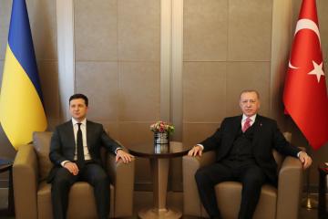 Zelensky y Erdoğan discuten la situación de los presos políticos de Crimea y el TLC