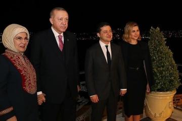 Un dîner en l'honneur du couple présidentiel ukrainien offert en Turquie