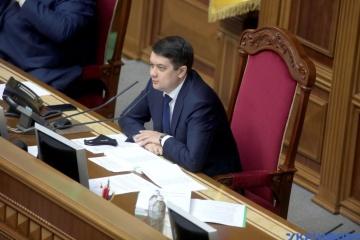 Проєкт змін Конституції щодо децентралізації буде у ВР максимум через місяць - Разумков