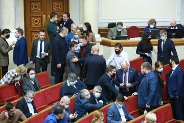 Разумков открыл Раду, в зале зарегистрировались 135 депутатов