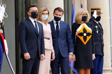 Emmanuel Macron et Volodymyr Zelensky s'entretiennent à l'Élysée