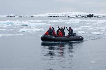 Украинская антарктическая экспедиция прибыла на станцию  «Академик Вернадский»