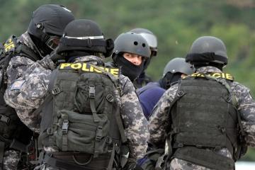 Teilname an Kämpfen in der Ostukraine: Tschechische Polizei nimmt mindestens fünf Mitglieder von parlamentarischen Gruppierungen fest