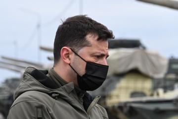 """Zelensky espera que el Grupo de Contacto Trilateral """"reinicie"""" el alto el fuego"""