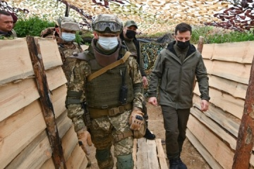 Zelensky inspects fortifications on Ukraine's border with occupied Crimea