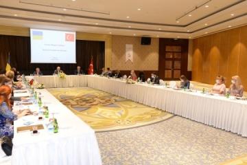 Tkachenko se reúne con los jefes de las comunidades ucranianas en Antalya