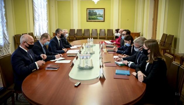 Заместитель Ермака рассказал представителю НАТО о 570 нарушениях «тишины» с начала года