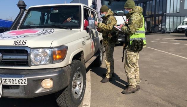 До окупованого Луганська направили гумвантаж з ліками та тестами на COVID-19