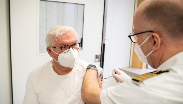 Президент Німеччини зробив щеплення вакциною від AstraZeneca