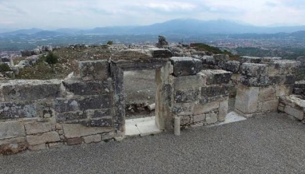 Турецькі археологи знайшли унікальні поховання на території стародавнього міста
