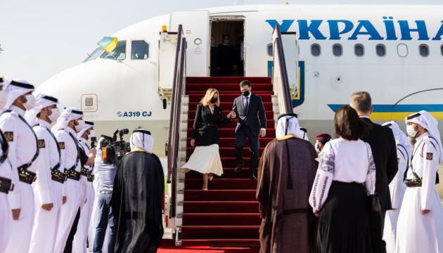 El presidente de Ucrania y la primera dama llegan a Qatar