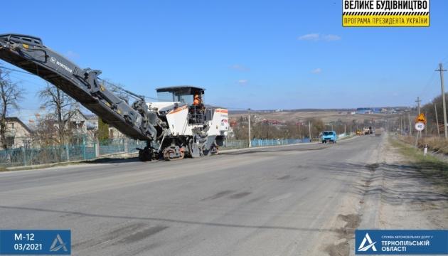 На Тернопольщине начали ремонт Дороги единства