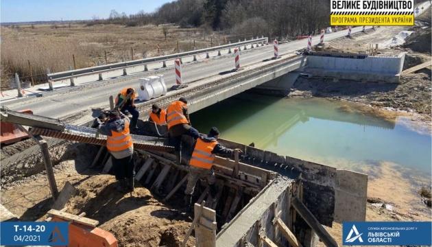 На Львівщині ремонтують одночасно три мости