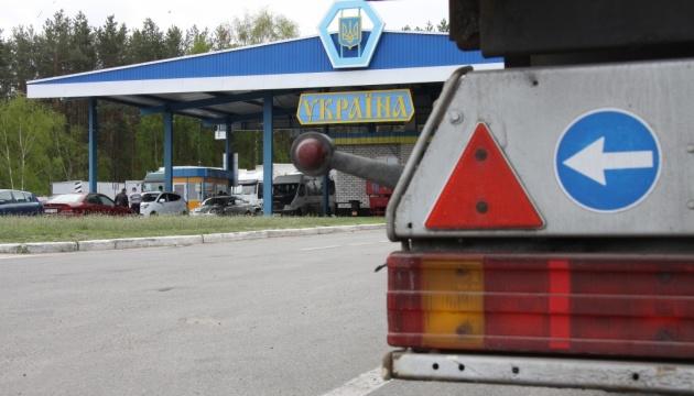 На границе в «Сеньковке» в очередях стоят более 100 фур, следующих в Россию