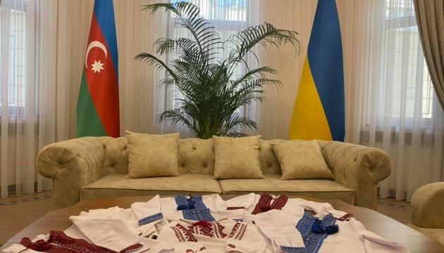Посольство в Азербайджані долучилося до акції «Народжені у вишиванках»