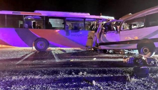 В результате столкновения автобусов в Мексике погибли 16 человек