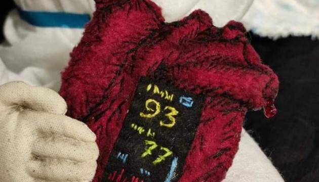 Ужгородська майстриня зробила ляльку-янгола для лікаря, який врятував її від коронавірусу