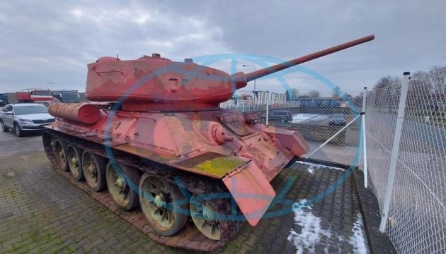 Збройова амністія: у Чехії чоловік повідомив поліції про танк і самохідну установку