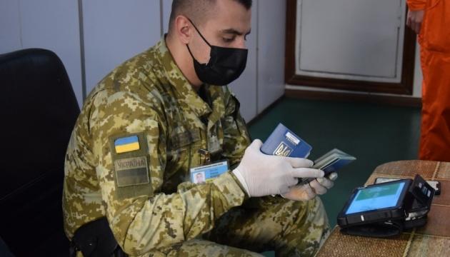 Трьом російським морякам заборонили в'їзд в Україну за незаконне відвідування Криму
