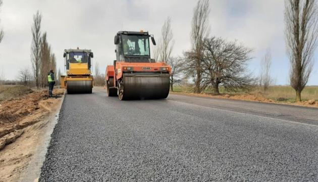 На Миколаївщині ремонтують дорогу до курортного Очакова