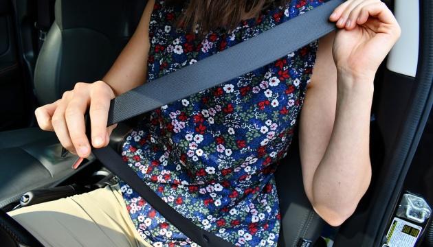 Только 39% украинских водителей постоянно пристегиваются в авто