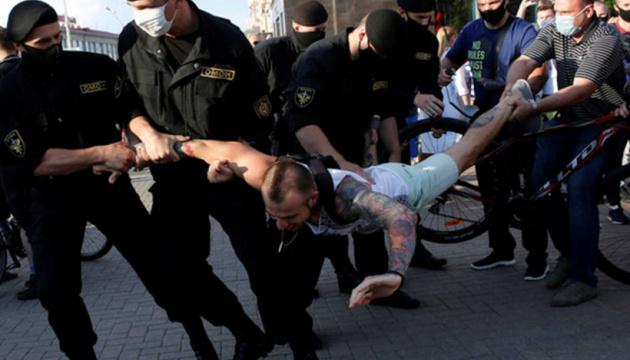 Білоруський активіст: у «коридорі смерті» били без розбору — жінок і дітей
