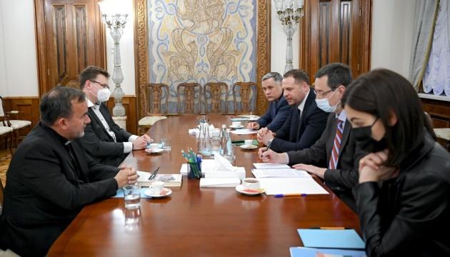 На Банковій хочуть залучити релігійних лідерів до врегулювання на сході України