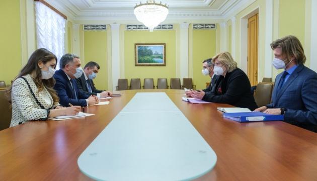 Жовква розповів єврокомісару Міятович про порушення прав людини на окупованих територіях