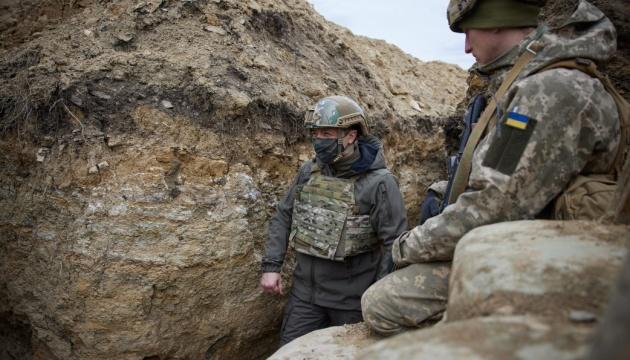 Зеленський відвідав передову і вшанував пам'ять загиблих військових