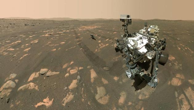 Марсоход Perseverance сделал селфи с вертолетом Ingenuity