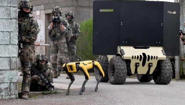 Робопес Boston Dynamics взяв участь у військових навчаннях французів