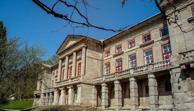На Хмельниччині у старовинному палаці створили історико-культурний музей