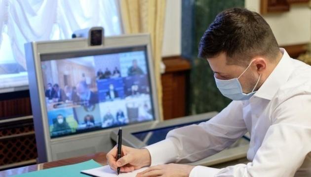 Presidente firma una ley sobre el referéndum