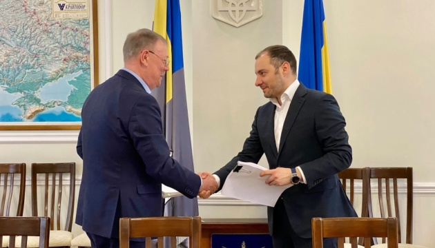 Укравтодор та галузева профспілка домовились про підвищення зарплат дорожників