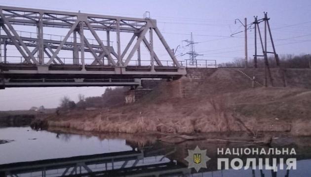 Небезпечне селфі: в Ірпені підлітка вдарило струмом на залізничного мосту
