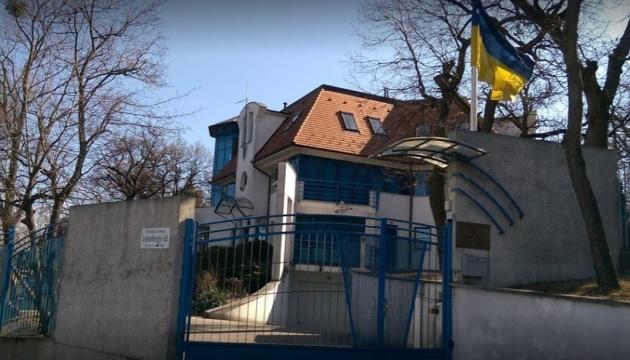 Посольство України в Угорщині відновило консульський прийом громадян